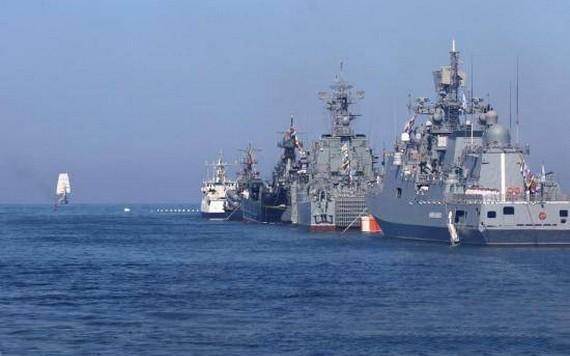 俄羅斯海軍在黑海舉行海軍日閱兵彩排,多種軍艦和武器集中亮相。(圖源:互聯網)