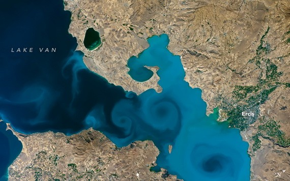 土耳其凡湖藍漩渦令人沉醉