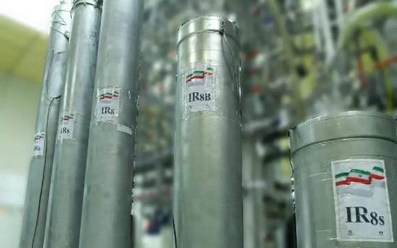 圖為伊朗納坦茲核設施的離心機。(圖源:EPA)