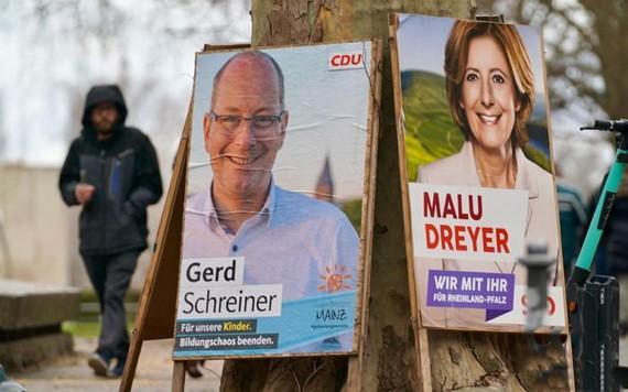 德國萊法州首府美國茨街頭的各政黨競選廣告。(圖源:互聯網)