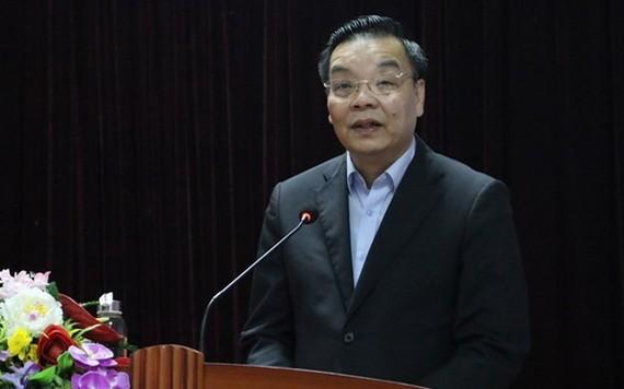 河內市人委會主席朱玉英在會議上發表講話。(圖源:月映)