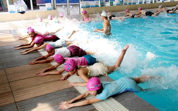 從小學會游泳既能鍛煉身體,又可防範溺水。(圖源:垂楊)
