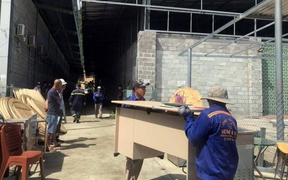 位於芽莊市阮必成街上的高雄餐廳之違建工程被強迫拆除。(圖源:國日)