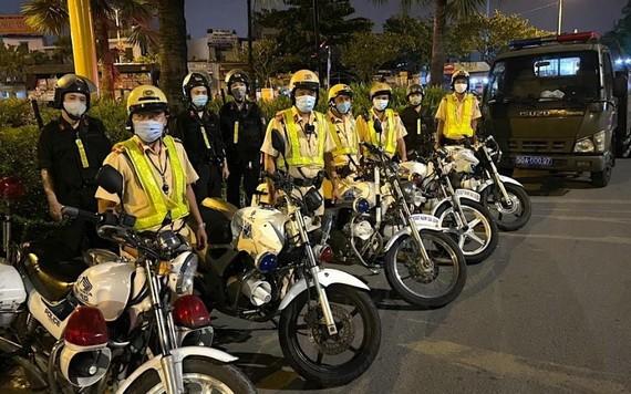 市交警大隊就緒隨時出動鎮壓飆車族。