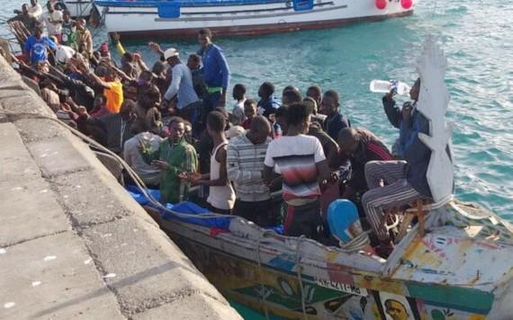 西班牙國民警衛隊營救41名移民並將他們帶到洛斯克里斯蒂亞諾斯。(圖源:Tenerife)