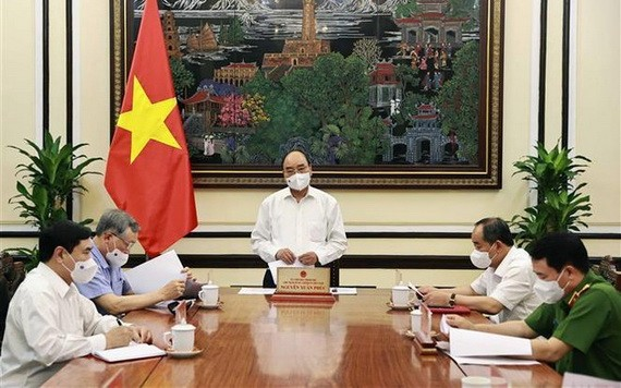 國家主席阮春福(中)主持會議。(圖源:越通社)