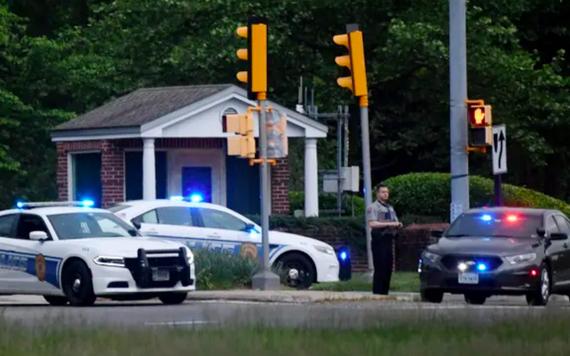 美國聯邦調查局(FBI)稱,至少一名探員在中央情報局(CIA)總部外開槍打傷一名攜帶武器的男子,結束了3日長達數小時的對峙。(圖源:AFP)