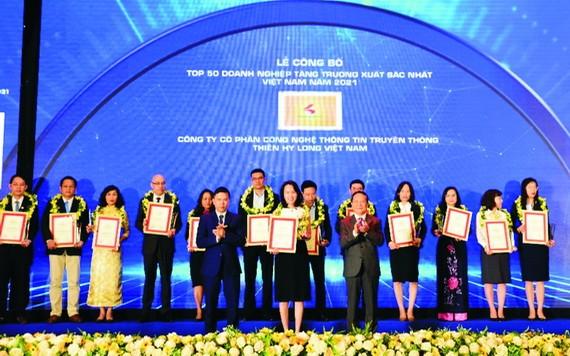 千禧龍傳媒領獎。