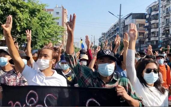 緬甸民族團結政府宣佈組建人民國防軍,以保護其支持者免受軍政府的軍事攻擊和暴力。(圖源:AFP)