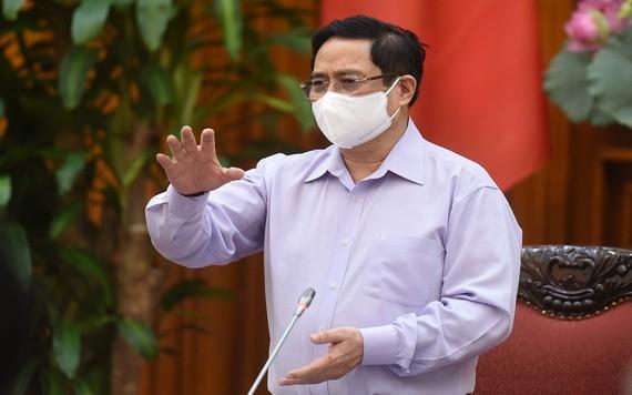 政府總理范明政主持會議並發表講話。(圖源:VGP)