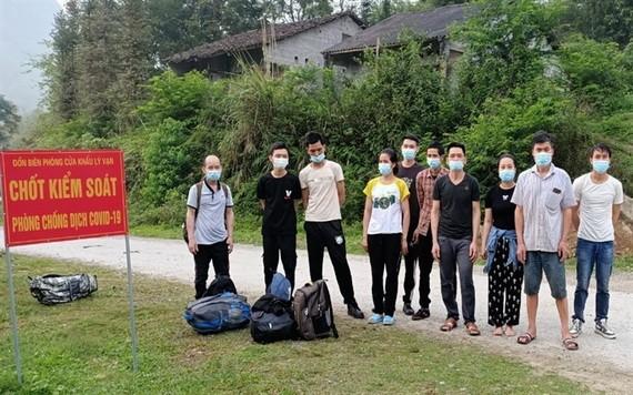 10名非法入境者被萬里口岸邊防哨所部隊查獲並送去集中隔離。(圖源:世松)