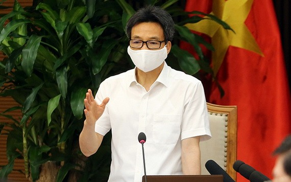 政府副總理、國家新冠肺炎疫情防控指委會主任武德膽在會議上發表指導意見。(圖源:廷南)