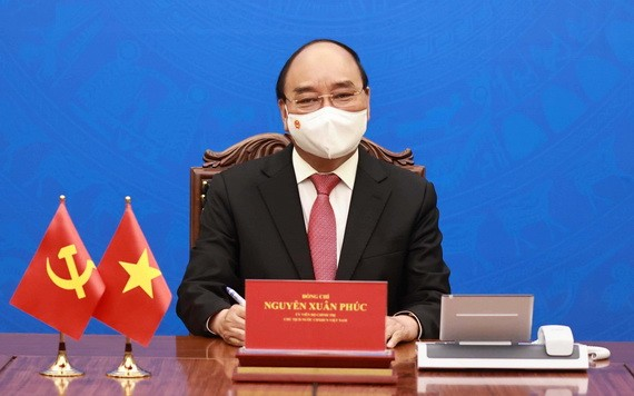国家主席阮春福与中国国家主席习近平通电话。(图源:越通社)