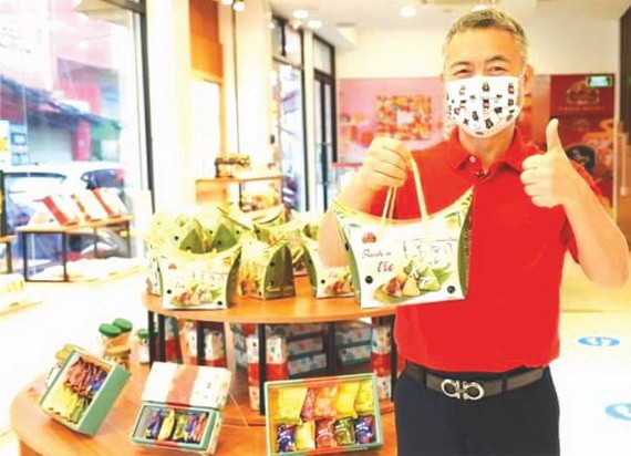 大發食品公司總經理許玉林介紹越南傳統鹼粽。