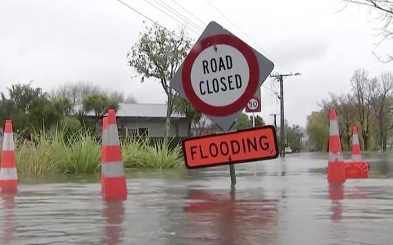 圖為坎特伯雷地區的部分道路因洪水封閉。(圖源:路透社)
