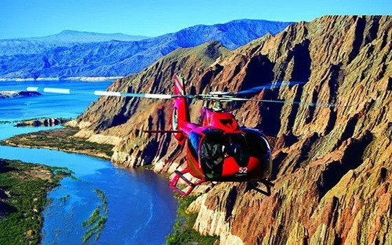 乘坐直升機俯瞰大峽谷全貌。(圖源:互聯網)