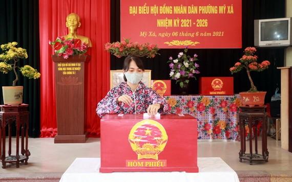 南定省選民繼續投選鄉級人民議會代表
