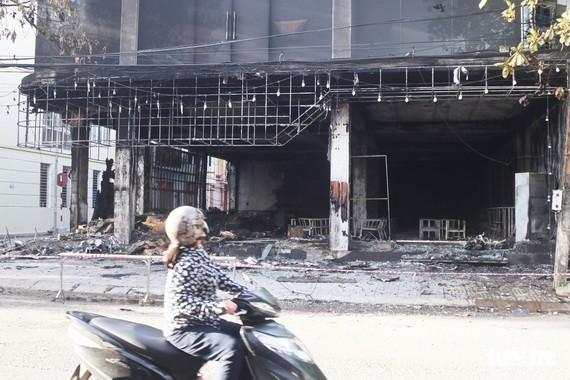 大火熄滅後的現場一片狼藉。(圖源:互聯網)