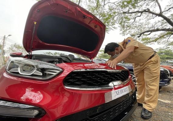 自6月22日起,市公安廳陸路與鐵路交警科暫停辦理新車註冊事宜。(圖源:武芳)