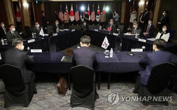6月21日,在位於首爾市中區的樂天酒店,韓美日對朝首席代表會議舉行。 (圖源:韓聯社)