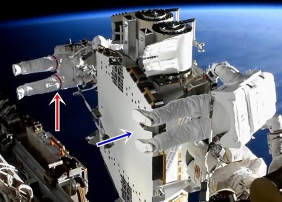 國際空間站宇航員再次進行太空行走,更換太陽能板。(圖源:互聯網)