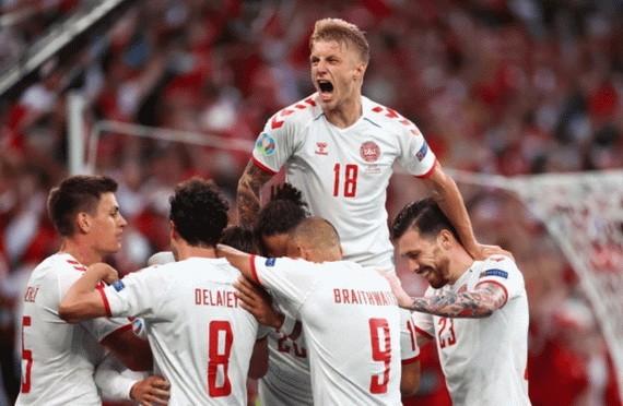 丹麥球隊慶祝進球。 (圖源:互聯網)