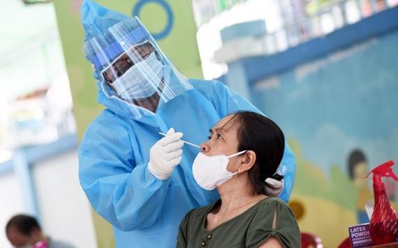 市民接受新冠病毒篩查。(圖源:緣潘)