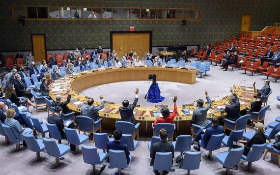 聯合國安理會當地時間9日一致通過第2585號決議,將敘利亞跨境人道救援授權延長12個月,至2022年7月10日。(圖源:新華社)