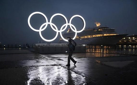 日本橫濱港點亮奧運五環標誌