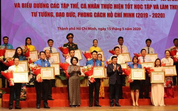 榮獲市委表彰的二〇一九——二〇二〇年階段學習與傚法胡志明思想、道德與作風模範。