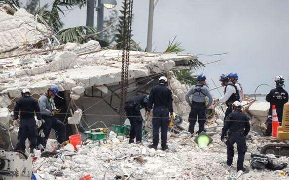 邁阿密-戴德消防局助理局長賈達拉表示,現場消防員於當地時間23日中午左右,宣佈任務結束。(圖源:互聯網)