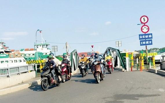 乘客、車輛與日俱增,導致桔萊渡輪超負荷。