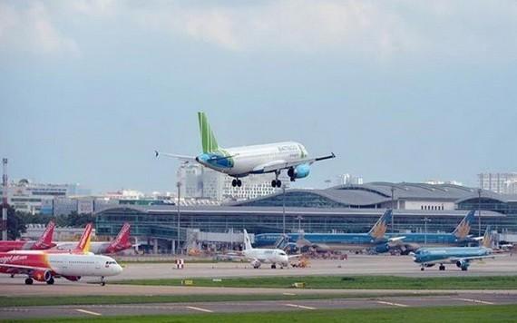 因受疫情的影響,各家航空公司面臨現金流枯竭的風險。