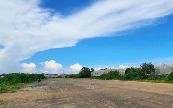 圖為甘璃機場的一條舊跑道。(圖源:段堅)