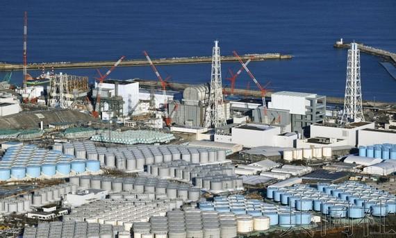 福島第一核電站核污水儲水缸。(圖源:共同社)