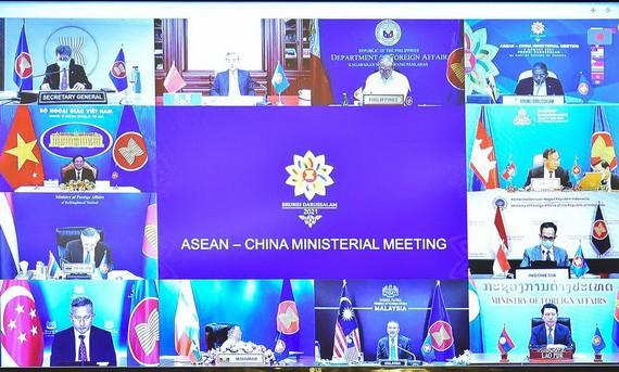 越南外長裴清山出席以視頻形式舉行的東盟-中國外長會議。(圖源:外交部)