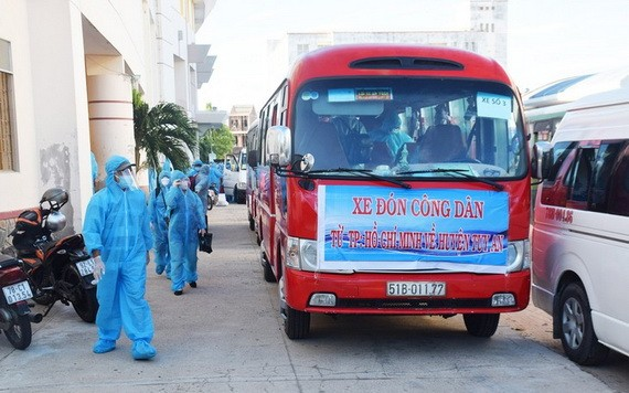 特派車團將返鄉的富安省同胞回到了家鄉。(圖源:VOV)