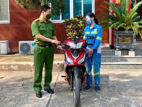遭劫女清潔工獲贈摩托車