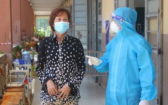一名新歡肺炎患者康復準備出院。(圖源:TTO)