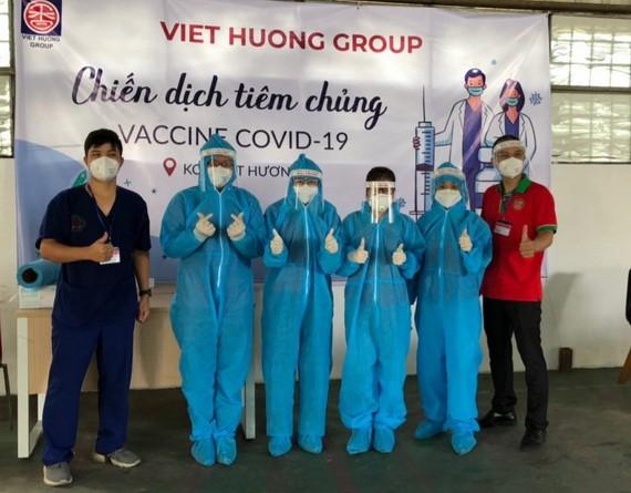 越香集團與平陽省醫療部門配合展開為勞工接種疫苗活動。