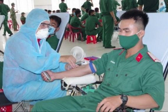 8月16日,第九軍區幹部學員踴躍捐血獻愛心。(圖源:阮唐)