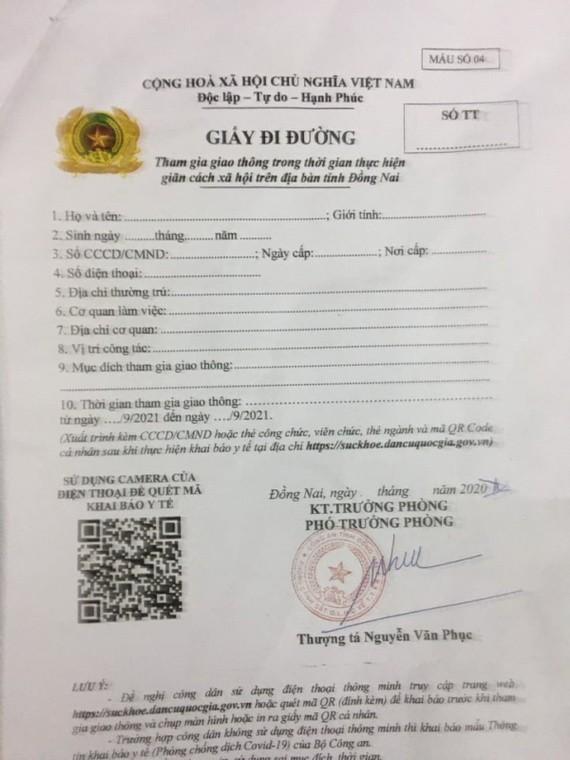 被查獲的偽造通行證。(圖源:警方提供)