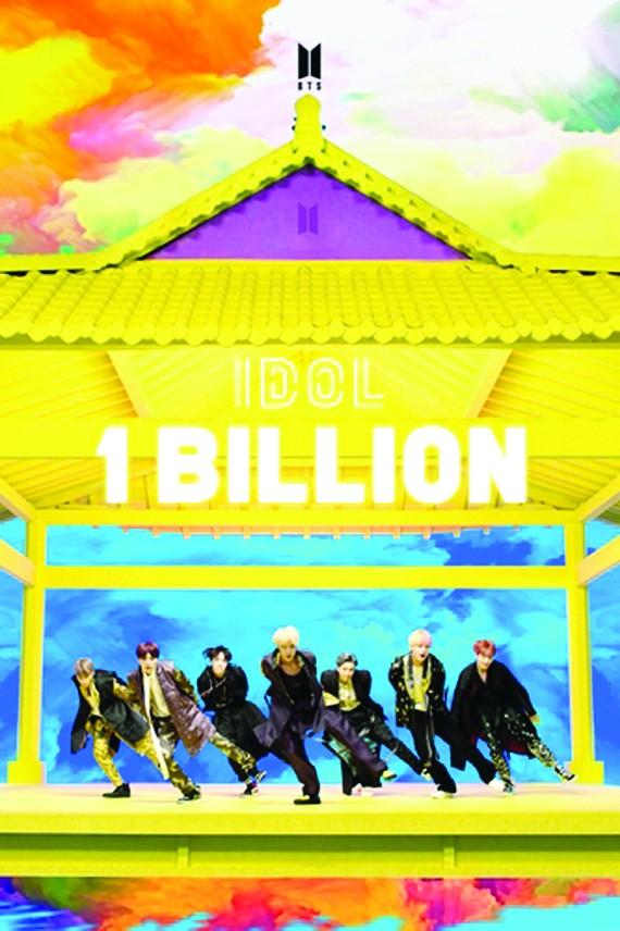 《IDOL》MV播放量破10億紀念海報。(圖源: 互聯網)