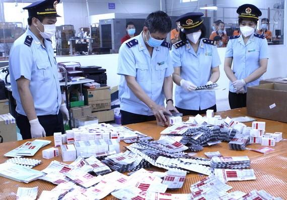 海關力量查獲的走私藥品。(屠呦呦:海關總局)