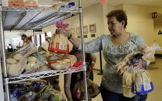 疫情期間,美國食物銀行的工作量幾乎是平時的兩倍。(圖源:AP)