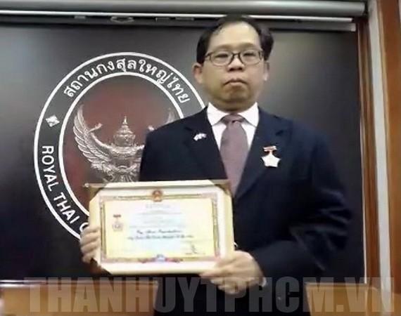 泰國總領事榮獲和平友好紀念章