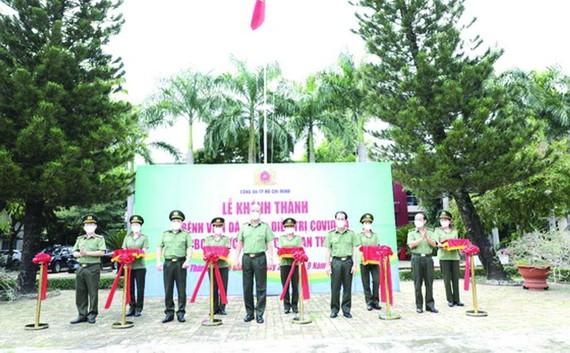 市公安廳舉行公安野戰醫院落成儀式。