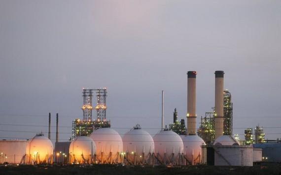 委內瑞拉與伊朗達成石油互換協議。圖為委內瑞拉的一煉油廠。(圖源:AFP)