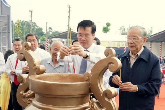 Đồng chí Võ Văn Thưởng thắp hương tại Khu di tích lịch sử địa điểm thành lập Chi bộ An Nam Cộng sản Đảng Cờ Đỏ
