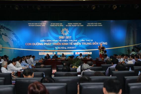 """Diễn đàn Kinh tế miền Trung với chủ đề """"Con đường phát triển kinh tế miền Trung bền vững""""."""